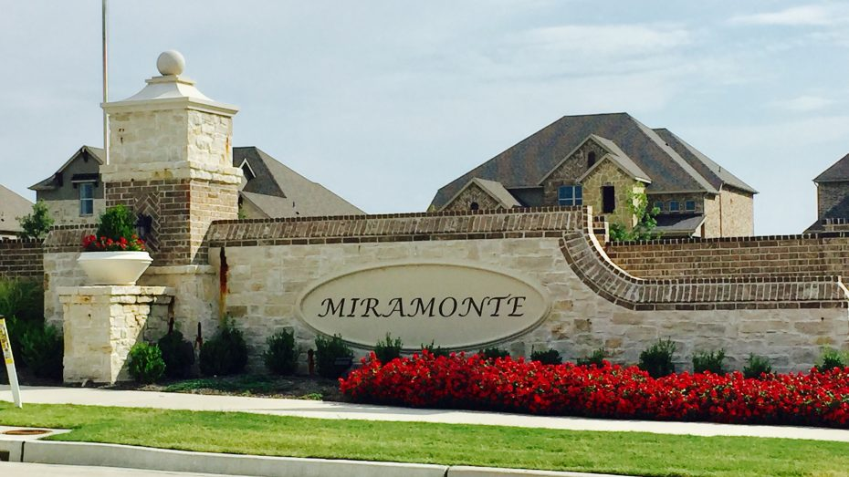 Miramonte-Frisco-entrance-flag
