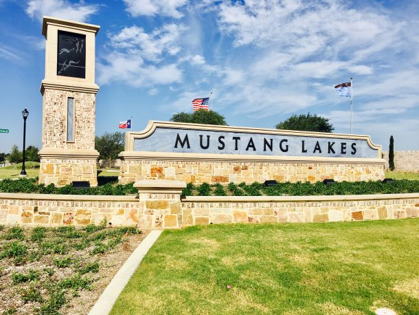 Mustang-Lakes-Community-entrance-sign