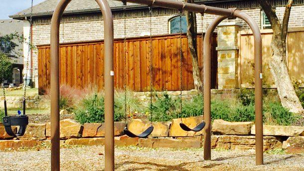 Trinity_Falls_park_swing