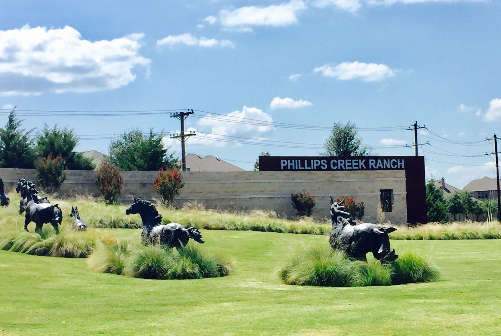 phillips-creek-ranch-frisco-entrance-horses