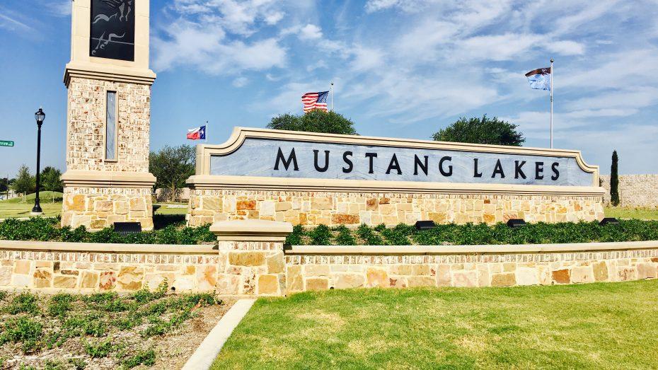 Mustang-Lakes-Community-entrance-sign