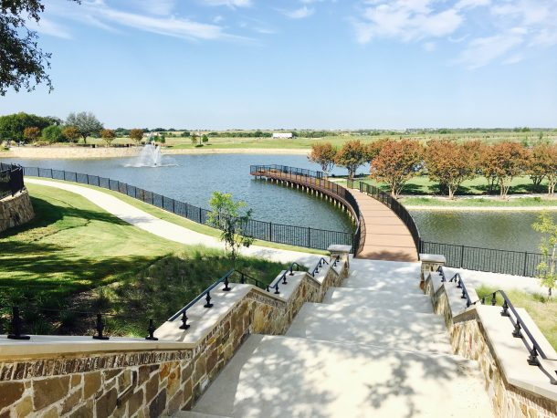 Mustang-Lakes-lake-fountain-bridge