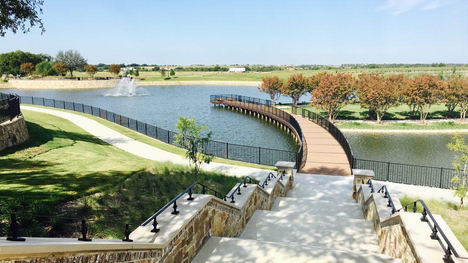 Mustang-Lakes-lake-fountain-bridge