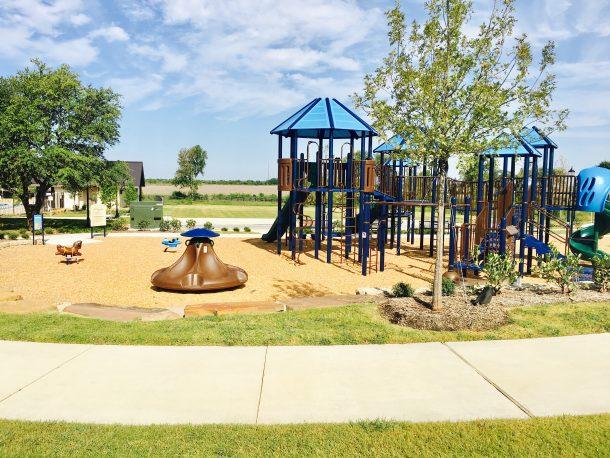 Mustang-Lakes-playground