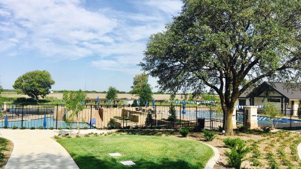 Mustang-lakes-pool