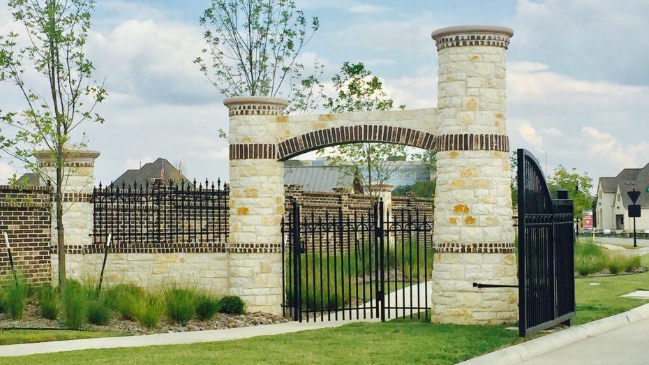 Auburn-Hills-Willowcreek-gated-community