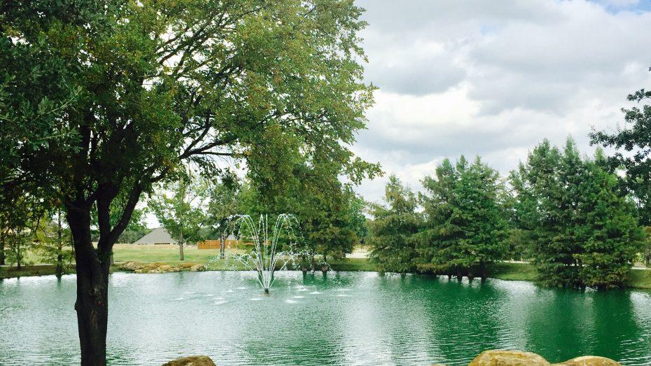 Wildridge-OakPoint-pond-fountain
