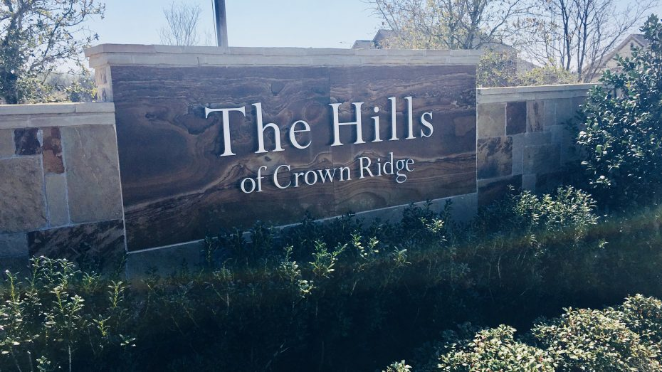 Hills_of_Crown_Ridge_Frisco_entrance_sign