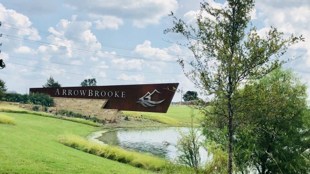 Arrowbrooke_Aubrey_entrance_sign_pond