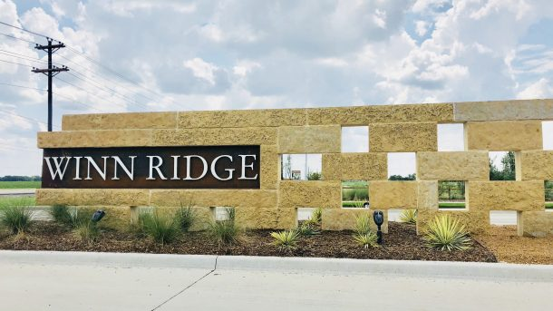 Winn_Ridge_Aubrey_entrance_sign