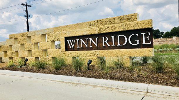 Winn_Ridge_Aubrey_entrance_sign_2