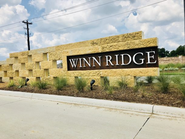 Winn_Ridge_Aubrey_entrance_sign_2